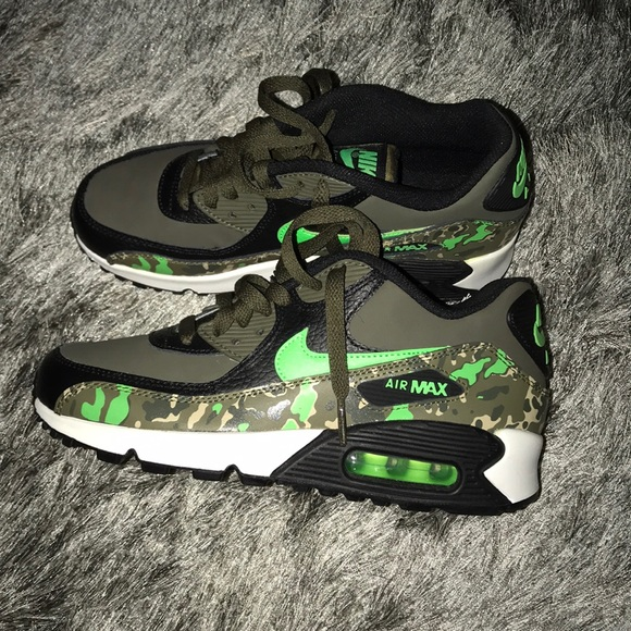 photos officielles 60449 7917e NIKE AIR MAX 90 CAMO SNEAKERS
